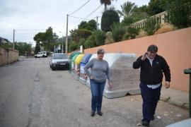 Una mujer pierde un anillo de diamante al lanzar la basura al contenedor en Andratx