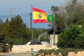 Esquerra de Llucmajor, «sorprendida» ante la bandera española izada por la Guardia Civil en su cuartel