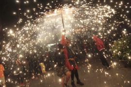 Palma arde con el 'correfoc' de Sant Sebastià 2016