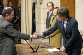 Los consellers catalanes prometen su cargo «de acuerdo con la ley» y al servicio de Catalunya