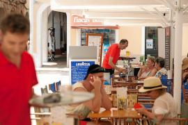 El turismo registró en verano de 2015 la mayor contratación indefinida desde 2010