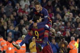 El Barça golea en una noche sublime de Neymar que redondeó Suárez
