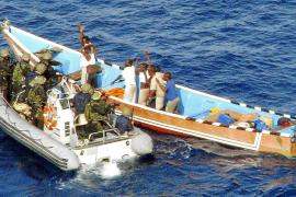 La fragata 'Victoria' impide el ataque de los piratas somalíes a un buque noruego