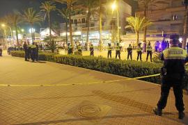 Un policía dispara al aire en s'Arenal para evitar ser agredido por los amigos de un detenido