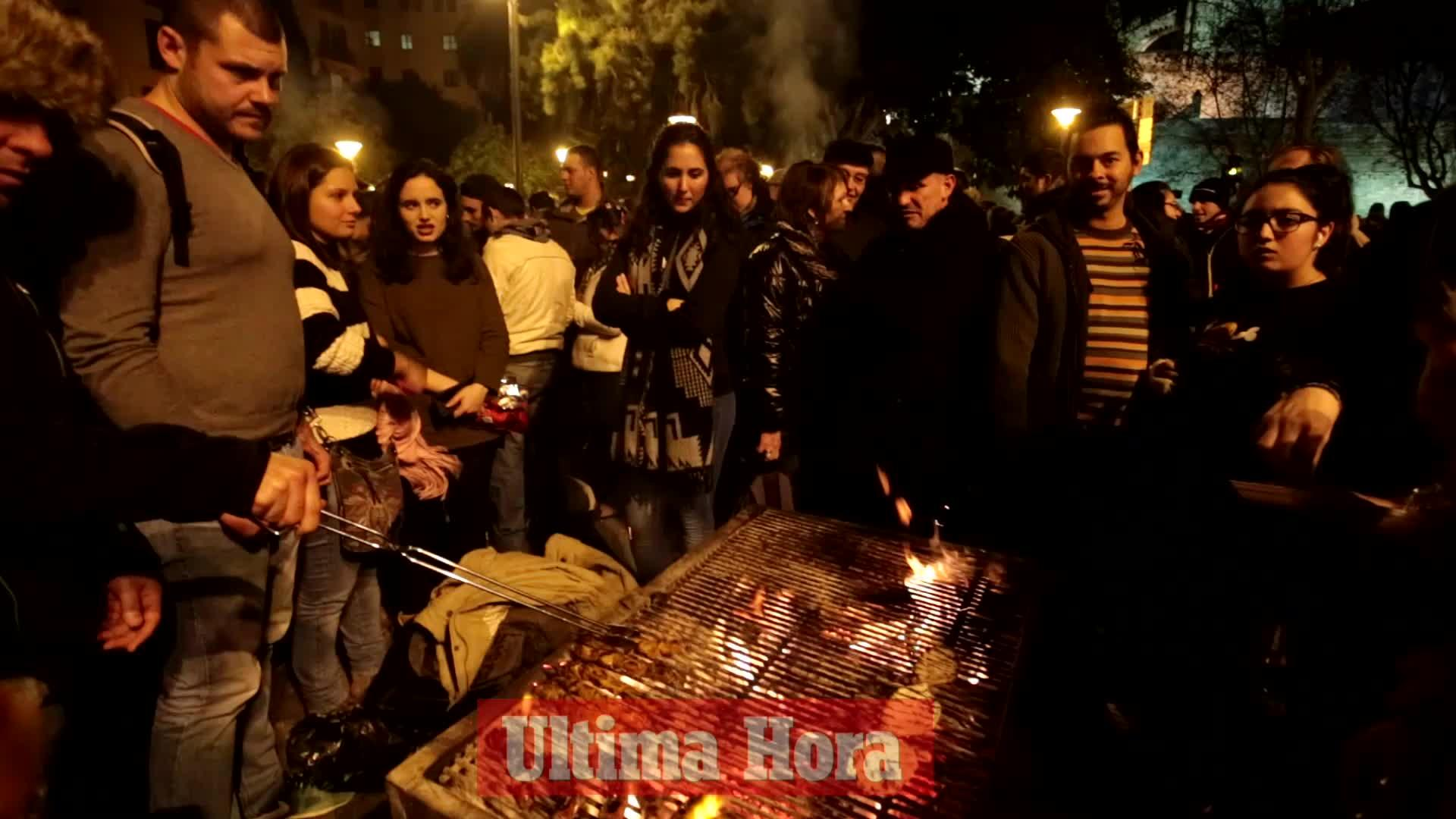 Palma vive su 'Revetla' entre 'foguerons' y conciertos
