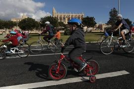 Miles de personas participan en la 38 edición de la Diada Ciclista