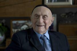 Un superviviente del Holocausto es el hombre más anciano del mundo