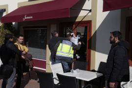 El juez levanta el precinto de tres bares de Festival Park vinculados a la mafia laboral