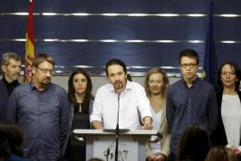 Iglesias comunica al Rey su intención de formar gobierno con PSOE e IU