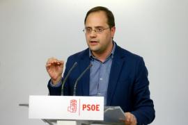 El PSOE llama a Rajoy «irresponsable», «antisistema» y «trilero»