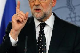 Rajoy avisa: Si Sánchez gobierna lo hará «hipotecado, humillado y a las órdenes de Podemos»