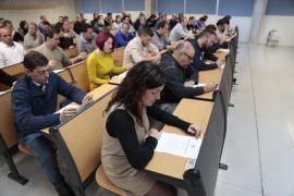 Más de 850 aspirantes realizan el examen teórico para 100 plazas de la EMT