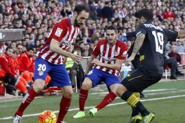 La defensa del Sevilla frena al Atlético