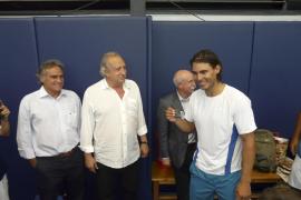 Rafael Nadal recibe su carné de socio de honor del RCD Mallorca