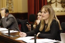 Tania Marí, del PP, toma posesión como diputada del Parlament