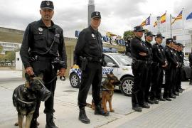 Cort olvida incluir en los presupuestos el salario de un centenar de policías y bomberos