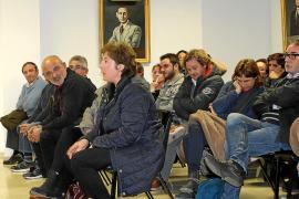 Los 'anti-chiringuitos' de Son Serra no aflojan pese a la reducción de hamacas y sombrillas