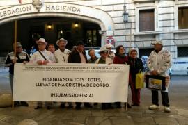 Jubilados de Mallorca protestan ante Hacienda contra la Abogacía del Estado por el caso Nóos