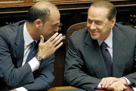 Berlusconi supera la primera prueba de estabilidad tras su ruptura con Fini