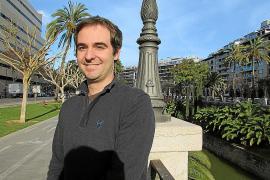 Jaume Font plasma su «manga mallorquín» en un cómic didáctico