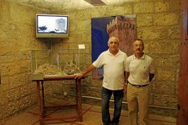 Pep Pons expone en el Castillo de San Carlos un mural sobre las torres de defensa