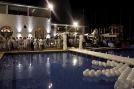 Fiesta 'blanca' en el Club Náutico