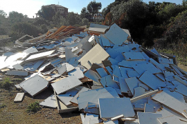 Vecinos de Calas de Mallorca denuncian la quema de residuos de obra de un hotel