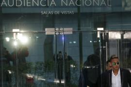 El padre de Neymar exculpa al jugador y asegura que  no participó en las negociaciones de su fichaje