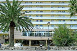 Un supuesto testaferro de Vicens compra el hotel Samoa, de Ruiz–Mateos