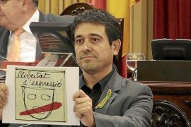 EL PP APRUEBA EN SOLITARIO LA LEY QUE PROHIBE LOS LAZOS DE PROTESTA EN LOS COLEGIOS.