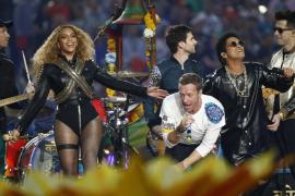 Beyoncé reina en la Super Bowl junto a Bruno Mars y Coldplay