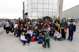 Alumnos del colegio Can Raspalls visitan el Grupo Prensa Pitiusa