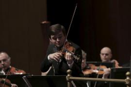 El violinista Francisco Fullana, junto a la Simfònica en el Auditòrium de Palma