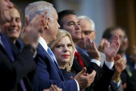 Condenan a la mujer de Netanyahu por explotar a sus empleados domésticos