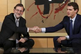 Rajoy y Rivera intercambian durante 100 minutos sus propuestas de negociación