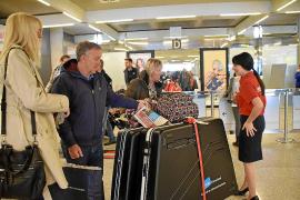 Llegan a Mallorca los primeros turistas británicos de la temporada