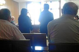 Condenados un padre y su hija por agredir a un cura de la iglesia de Sant Sebastià