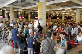 Alivio en el sector turístico balear al no haber huelga de controladores en agosto