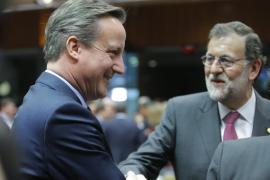 Rajoy, pillado hablando con Cameron: «Lo más probable es que haya elecciones el 26 de junio»
