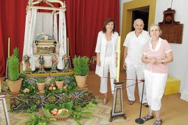 Las caputxines exponen su colección de 'llits' de la Mare de Déu y muebles del XVIII y XIX