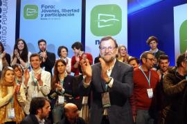 Rajoy critica que se está en una etapa de «postureo» y aboga por una coalición entre PP, PSOE y Ciudadanos