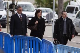 Diego Torres, su mujer Ana María Tejeiro, y el abogado Manuel González Peeters.