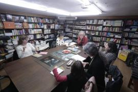 Mesa redonda sobre el papel de la mujer en la educación en catalán