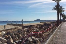 Manifestación contra la reforma de la primera línea del Port de Pollença