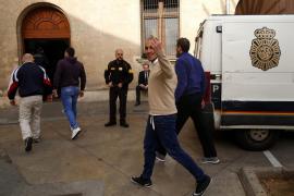 El asesino de la mancuerna acepta dos años más de cárcel por agredir a un funcionario de prisiones