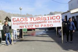 Protesta en el Port de Pollença por las obras en la primera línea