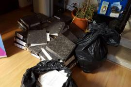 El Ajuntament de Bunyola ya custodia los documentos municipales hallados bajo ramas de pino