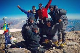 Un montañero sin brazos y sin pies conquista el Aconcagua