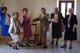 Mujeres de más de 70 años se suben al escenario del Teatre del Mar con 'Las Muchas'