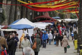 La lluvia desluce un día de juegos, mercados y gastronomía